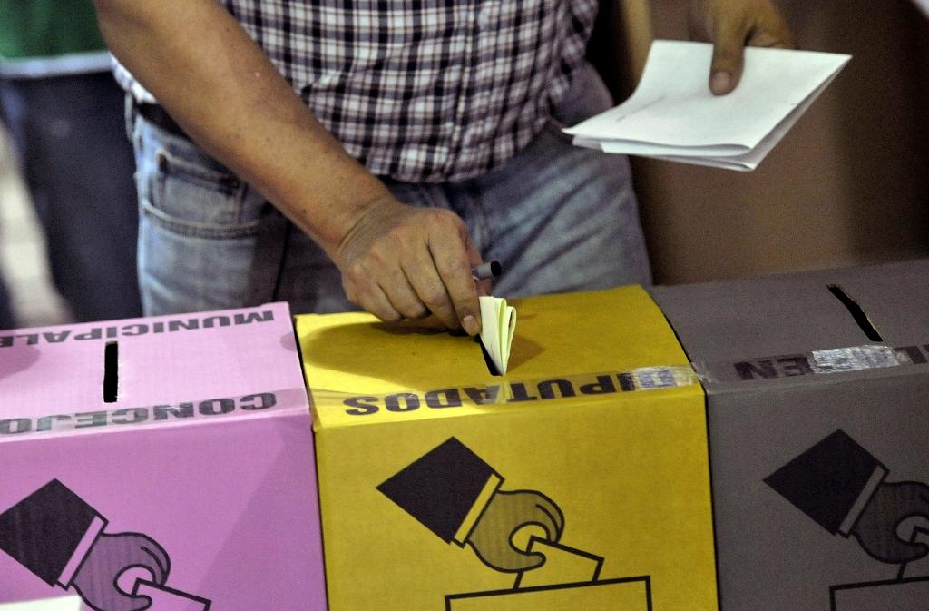 A man casts his vote during legislative and municipal elections on March 1, 2015 in San Salvador