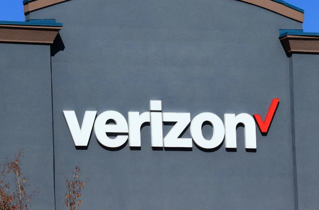 Verizon buys prepaid mobile provider Tracfone for $6.25 billion