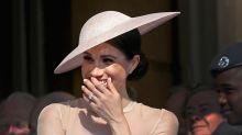 La foto que Meghan Markle se hizo hace 22 años a las puertas de Buckingham Palace de la que todo el mundo habla