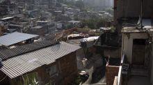 Los cárteles de la droga, la esperanza de las favelas de Brasil para conseguir alimentos y medicinas en plena pandemia