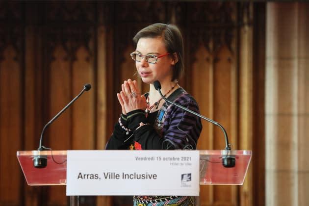"""""""Je suis très fière"""": Éléonore Laloux, première conseillère municipale porteuse de Trisomie 21, décorée de l'ordre du Mérite"""