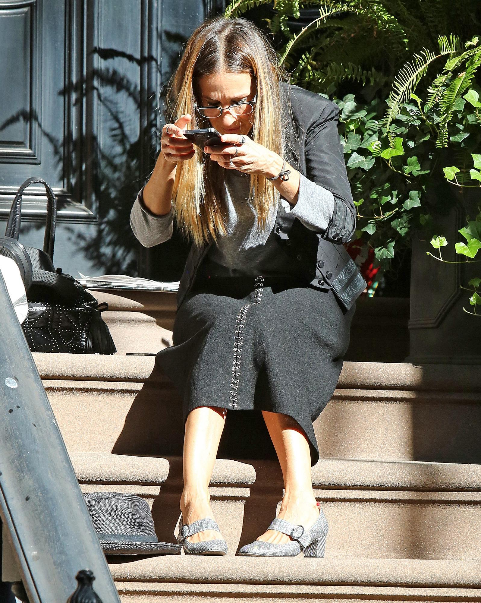 Sarah Jessica Parker Illustrates How You Look When Trying ...
