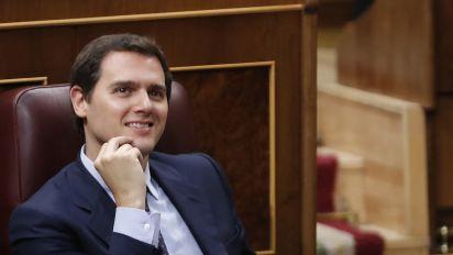 Pedro Sánchez pone a Rivera entre la espada y la pared