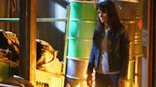 A huge fire leaves Moira and Emma in danger