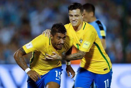 Paulinho comemora gol do Brasil contra o Uruguai