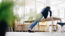 Tenersi in forma, 6 esercizi addominali da fare in piedi in ufficio