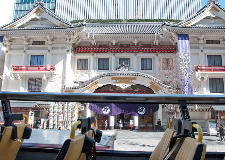 以開場125週年為機緣,於2013年嶄新大改變的歌舞伎座。只有搭乘SKYBUS時不會被其它車子影響視線,可清楚看到大門正面的真面目。