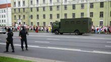 Bélarus: des dizaines d'arrestations lors de la grande manifestation de l'opposition