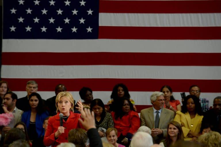 2016: Hillary Clinton soigne sa gauche, se démarque d'Obama