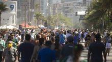 Além da areia: vias fechadas para área de lazer na Zona Sul geram aglomerações neste domingo