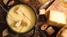 Was für ein Käse! Wie zwei Schweizer ein Fondue-Emoji erkämpft haben