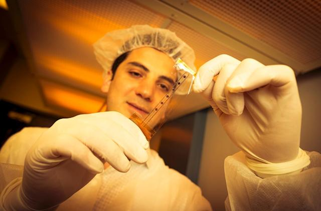 Sensor-embedded plastic wrap makes brain surgery safer