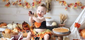 Babies smash turkey for 1st Thanksgiving