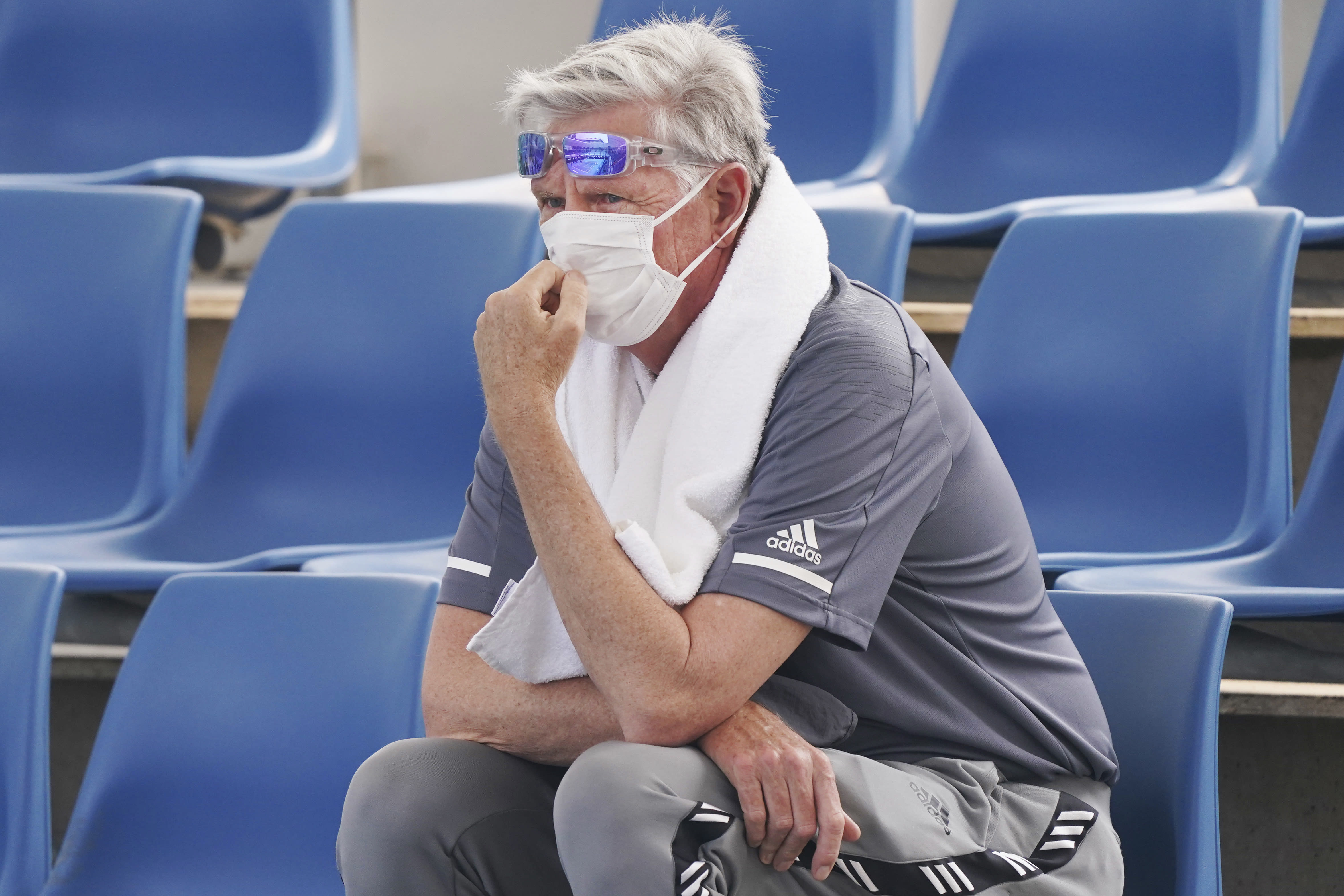 """A spectator wears a mask as smoke haze shrouds Melbourne during an Australian Open practice session at Melbourne Park in Australia, Tuesday, Jan. 14, 2020. Smoke haze and poor air quality caused by wildfires temporarily suspended practice sessions for the Australian Open at Melbourne Park on Tuesday, but qualifying began later in the morning in """"very poor"""" conditions and amid complaints by at least one player who was forced to forfeit her match. (Michael Dodge/AAP Image via AP)"""