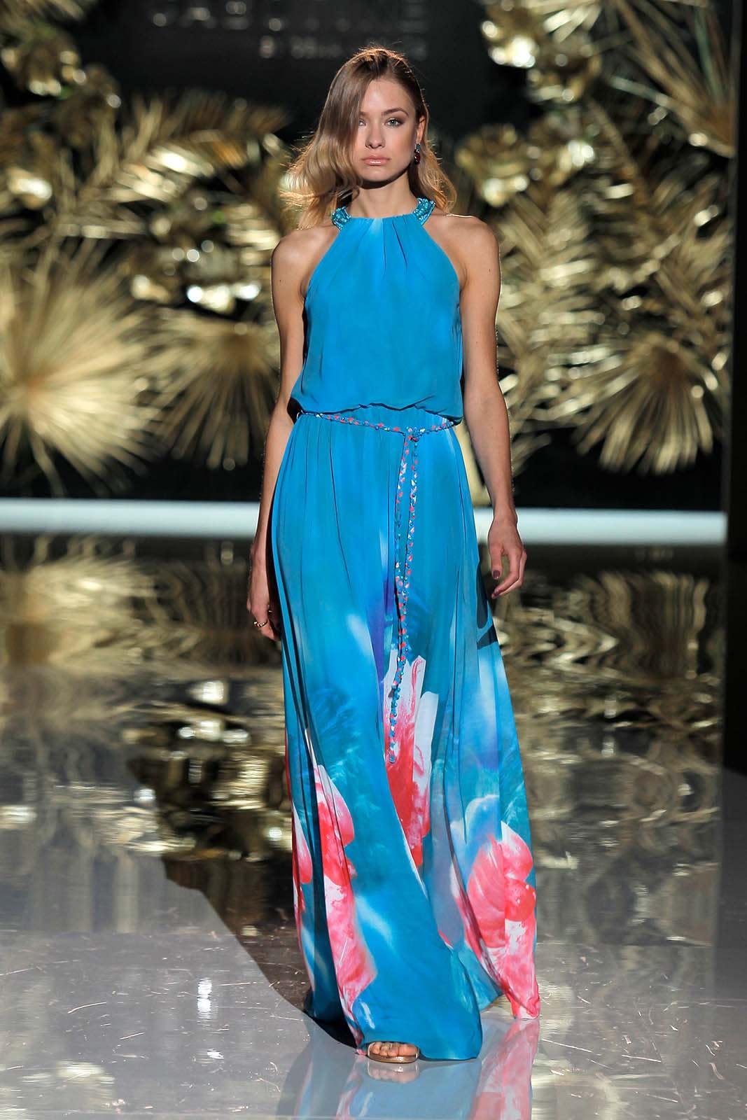 7ed7048bf Los 25 vestidos azules de fiesta más bonitos