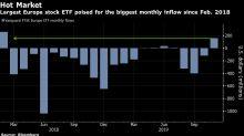 Repuntan acciones de EE.UU. y bonos del Tesoro; cae el dólar