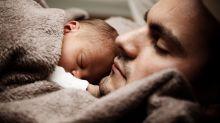 Segundo estudo, novos pais dormem menos de 5h por noite por conta dos bebês