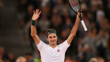 Federer wows fans on Twitter with video of trick shots