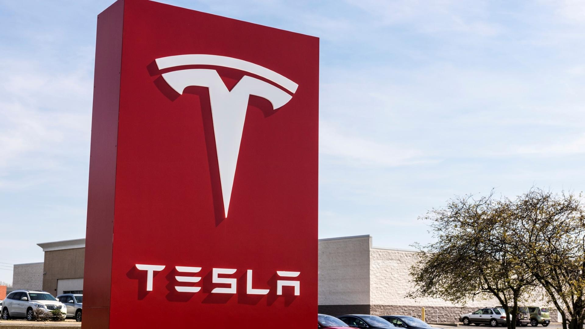 How Much Money Would You Have: Tesla Model S vs. Tesla Stock