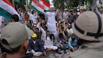 Protesters in Pakistan Seize State TV