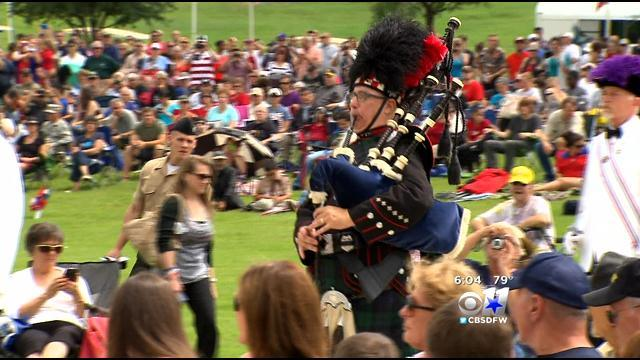 Thousands Gather At DFW Nat'l Cemetery Ceremony