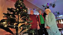 Elf and safety - Pensioners banned from putting Christmas decorations up amid safety fears