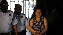 ONU, consternada por sentencia de 30 años a mujer por ley de aborto en El Salvador