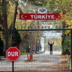 Turkey to deport American Islamic State detainee after Greece slams door