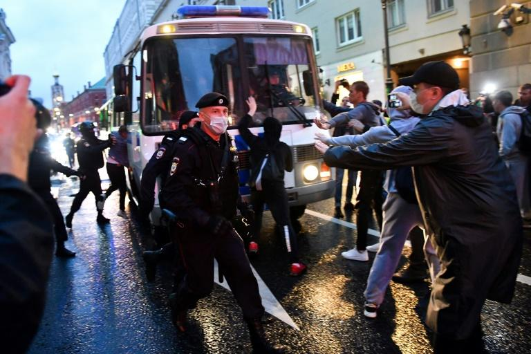 Police officers detain protesters in Moscow on Wednesday (AFP Photo/Dimitar DILKOFF)