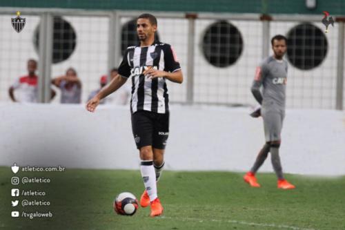 De olho na Libertadores, Gabriel aprova time misto no Brasileirão