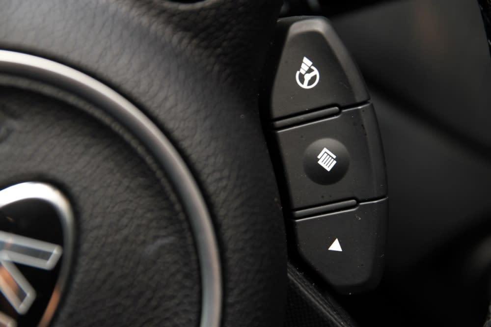 透過方向盤右下Flex Steer可變駕駛模式按鍵,就能自主選擇舒適/一般/運動三種不同方向盤回饋力道