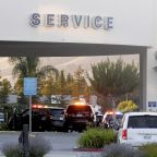 Gunman kills 2 at California car dealer, kills himself