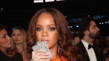 ¡Rihanna esconde alcohol en los Grammy!