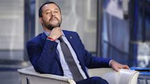 """Lifeline ancora in attesa invita Salvini a bordo: """"Vieni qui, ci sono esseri umani"""""""