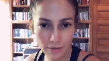 Sin maquillaje y con un look casero, Jennifer López pide a estadounidenses que salgan a votar