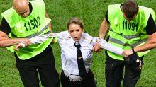 15 giorni di carcere per le Pussy Riot dopo l'invasione di campo alla finale dei Mondiali