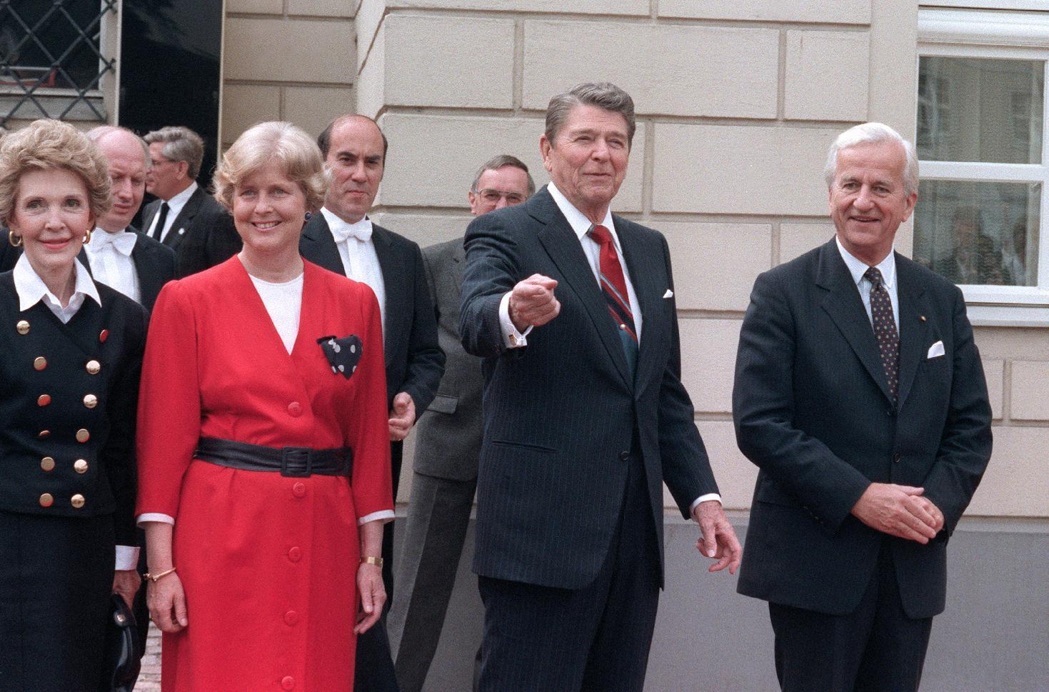 Richard von Weizsaecker (right) with (from left) US First Lady Nancy Reagan, his wife Marianne von Weizsaecker and US President Ronald Reagan in Berlin in 1987 (AFP Photo/Mike Sargent)