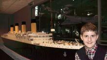 Garoto autista impressiona ao fazer réplica do Titanic com 56 mil peças de Lego