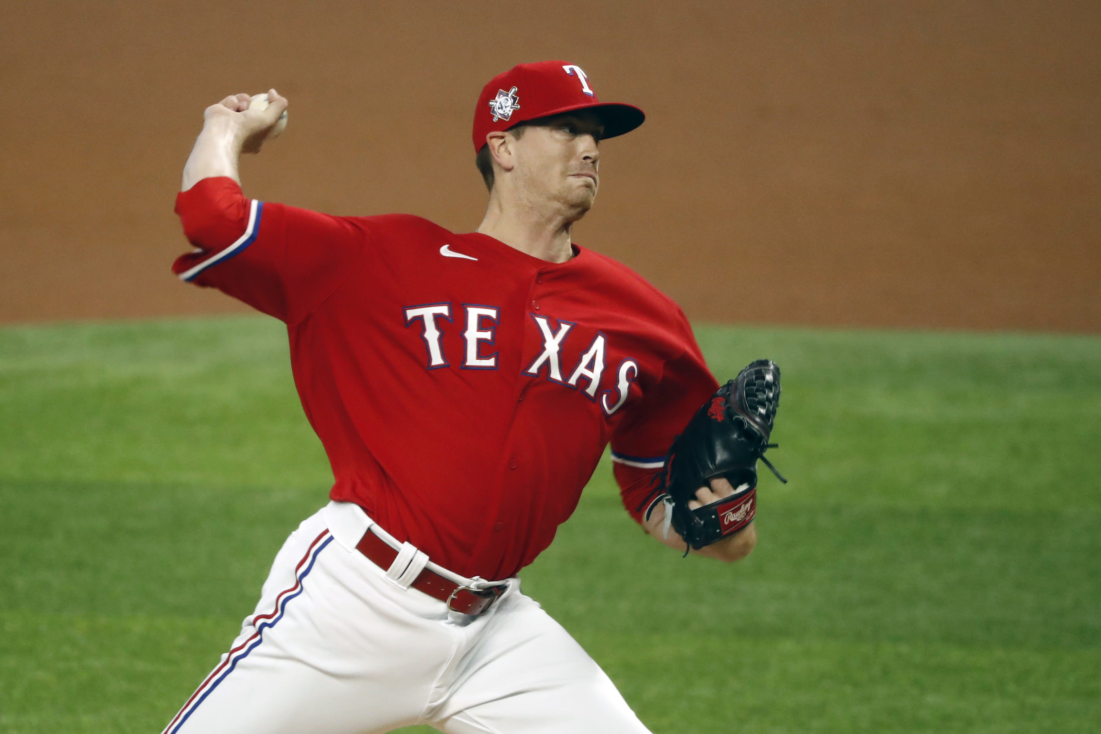 Texas Rangers starting pitcher Kyle Gibson throws during the first inning of a baseball game against the Los Angeles Dodgers in Arlington, Texas, Sunday, Aug. 30, 2020. (AP Photo/Roger Steinman)