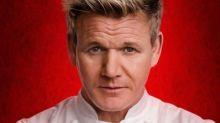 """Gordon Ramsay offre il lavoro dei sogni: """"Pagati per mangiare e viaggiare"""""""