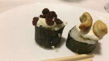 Inventaram sushi de uva-passa e castanha de caju e a internet não está sabendo lidar com isso