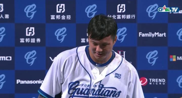 敲出再見轟的高國輝 獲頒單場MVP