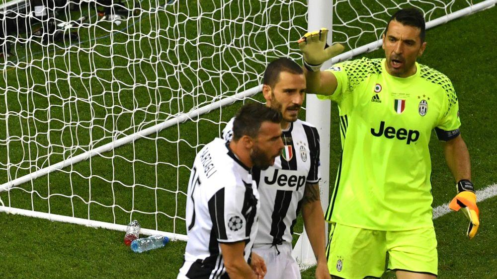 Juventus, retroscena da Cardiff: Bonucci voleva 'cambiare' Barzagli