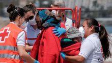 Salvamento rescata 60 personas en 2 pateras en Canarias, entre ellas 9 niños