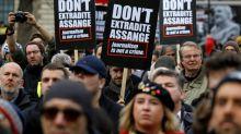 Londoners rally for Assange ahead of extradition hearing