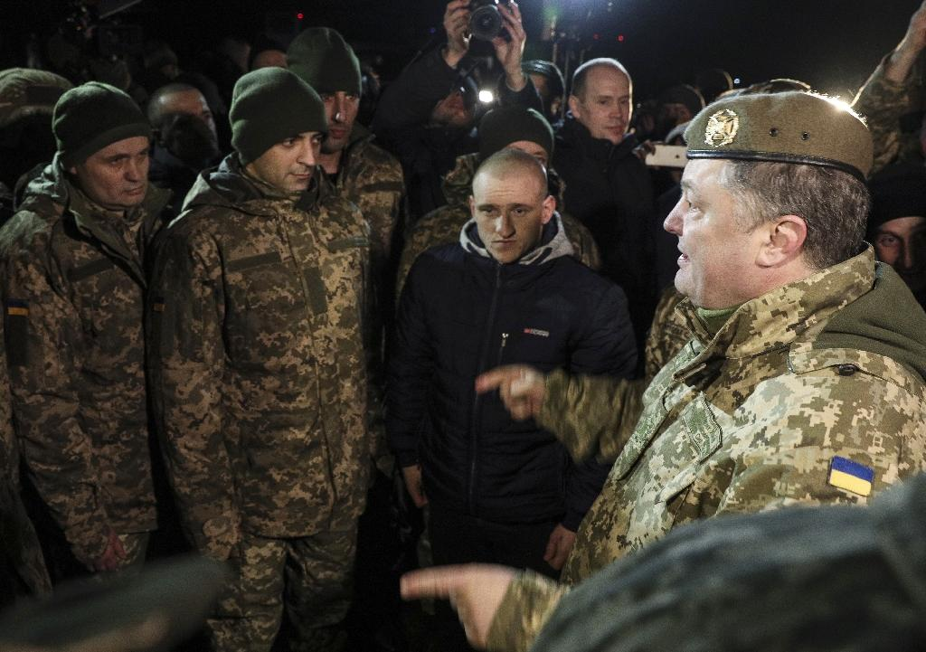 Prosecutors say Ukrainian President Petro Poroshenko (R) was a key target of an alleged assassination plot by prisoner swap negotiator Volodymyr Ruban (AFP Photo/Mykhail PALINCHAK)