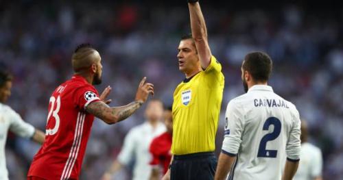 Foot - C1 - Bayern - La police est intervenue dans le vestiaire de l'arbitre pour calmer les Bavarois Arturo Vidal, Thiago Alcantara et Robert Lewandowski