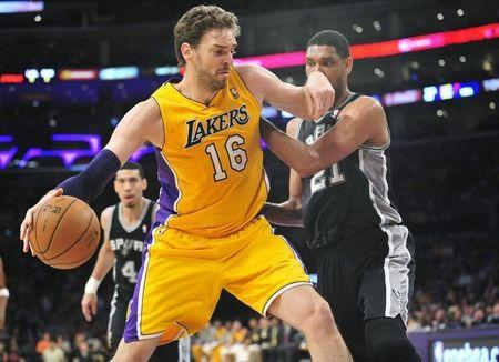 NBA: San Antonio Spurs at Los Angeles Lakers