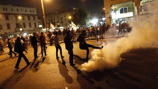 Watch: Rival factions clash outside Egyptian palace