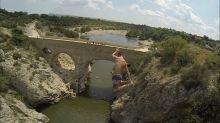 Daredevil jumps from 27 meter high bridge